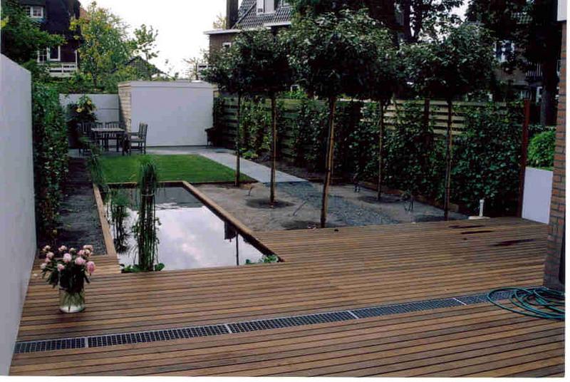 Houten Tuin Vlonders : Rodenburg tuinen moderne achtertuin met vlonder deze kleine